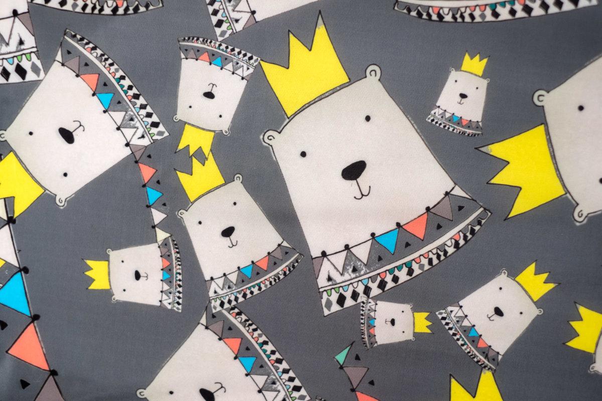 Ratu lietus plēve: Little Kings and Queens